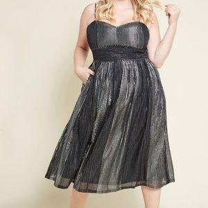 Modcloth Spotlight Satisfaction Cotton Midi Dress